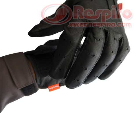 2-Glove-Skinner-respiro-label