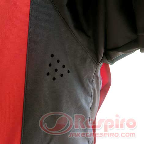 6-essenzo-sport-black-red-air-ventilation